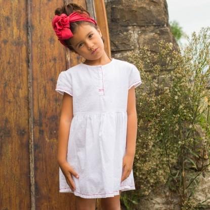 Kleid mit roten Paspeln Farbe Weiß